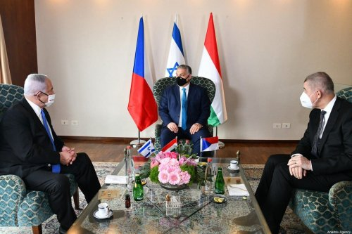 Israeli Prime Minister Benjamin Netanyahu (L) meets Prime Minister of Czech Republic Andrej Babis (R) and Hungarian Prime Minister Viktor Orban (C) in Jerusalem on March 11, 2021 [Haim Zach / GPO / Anadolu Agency]