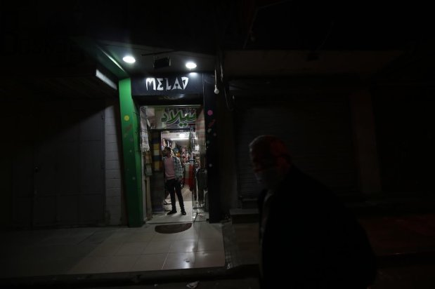 Gaza has introduced a new night curfew to curb Covid-19 on 27 March 2021 [Mohammed Asad/Middle East Monitor]