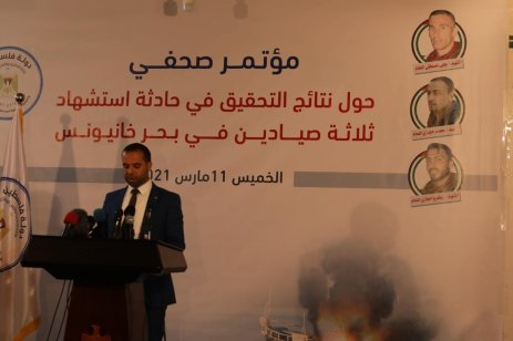 Palestinian ministry spokesman Iyad Al-Bazm at a press conference after booby-trapped Israeli drones exploded and led to Palestinian fishermen in Gaza, 11 March 2021 [Mohammed Asad/Middle East Monitor]