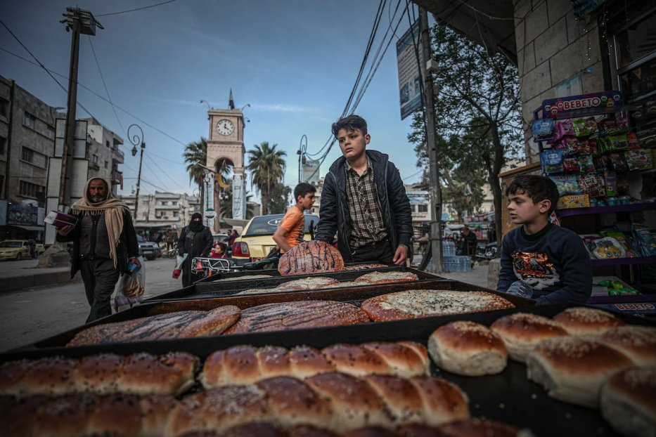Citizens continue their lives during the holy month of Ramadan, while intense efforts have been made to end the crisis since the beginning of the Syrian civil war, which has left its 10th year behind, in Idlib, Syria on 17 April 2021. [Muhammed Said - Anadolu Agency]