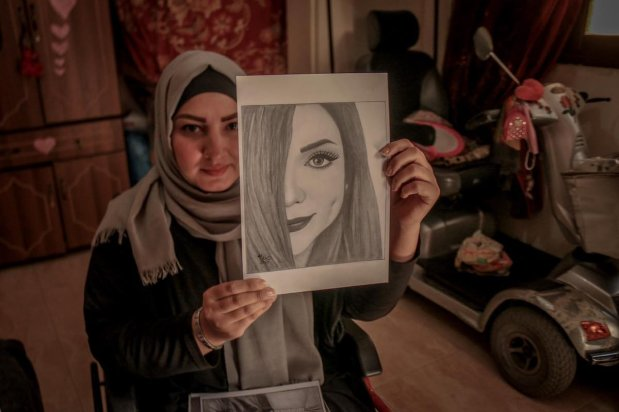 Palestinian uses art therapy to overcome trauma of paralysis, on 14 April 2021 [Mohammed Asad/Middle East Monitor]