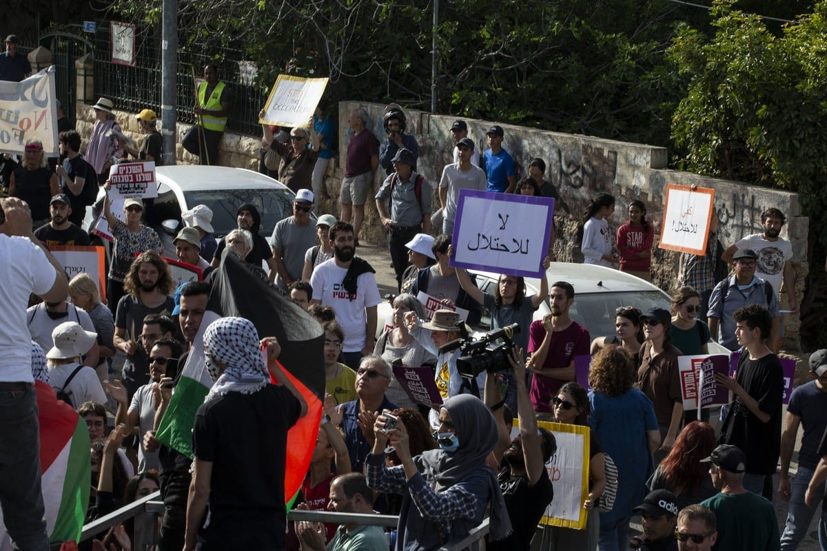 Palestinian families, living in the Sheikh Jarrah neighbourhood of Eastern Jerusalem and threatened by Israel's forced migration, gather for a demonstration in Jerusalem, on 23 April 2021. [Mostafa Alkharouf - Anadolu Agency]
