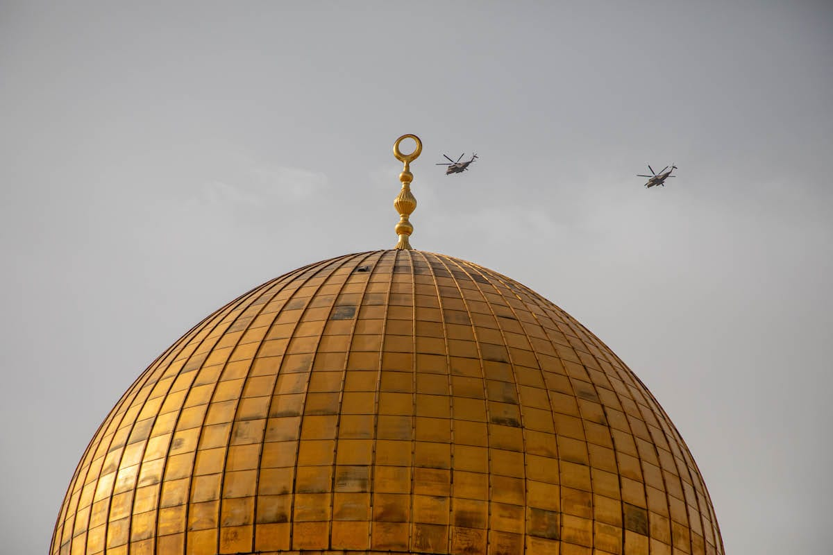 Helicopters patrolling over the Kubbet'us-Sahra (The Dome of the Rock) as Israeli police use tear gas, rubber bullets and stun grenades to disperse Palestinians on May 10, 2021 [Eyad Tawil/Anadolu Agency]