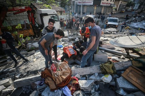Search and rescue works are conducted after airstrikes by Israeli army hit residential buildings in Gaza on 16 May 2021 [Mustafa Hassona/Anadolu Agency]