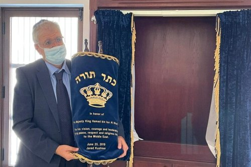 Last year, Jared Kushner commissioned a Torah in honor of HM King Hamad bin Isa Al Khalifa to be used in the synagogue in Manama, Bahrain [@hnonoo75/Twitter