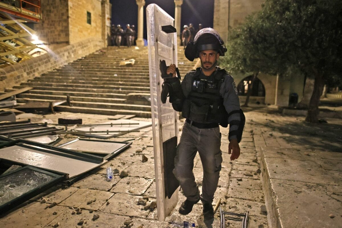 Israeli security forces deploy in Jerusalem's al-Aqsa mosque compound on May 10, 2021 during clashes with Palestinians [AHMAD GHARABLI/AFP via Getty Images]