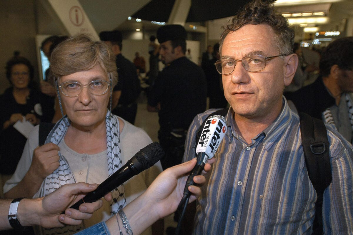 Bertrand Heilbronn (R) and Martine Buffard (L), two of the four French nationals answer media' questions their arrival at Charles de Gaulle, airport, outside Paris late 19 July 2004 [STEPHANE DE SAKUTIN/AFP via Getty Images]