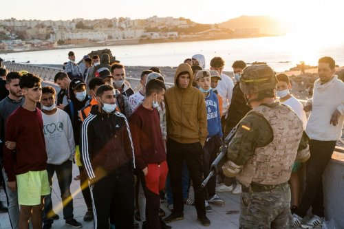 Spanish army officer speaks with young migrants who will be returned to Morocco on 19 May 2021. [Diego Radames - Anadolu Agency]