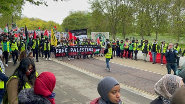 Nearly 150,000 demonstrators marched together in London on Saturday condemning Israel's atrocities in Gaza [Middle East Monitor]