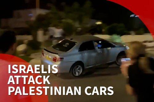 Israeli settlers attack Palestinian cars in Ramla