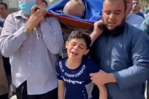 Thumbnail - Palestinian boy mourns his dad's loss in Israel strike