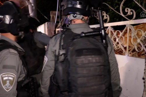Israel soldiers, settlers attack Palestinians resisting forceful eviction in Sheikh Jarrah