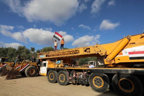 Egyptian technical teams to work in the debris removal and reconstruction works with the necessary equipment in order to support the reconstruction works reach Gaza City, Gaza which was damaged by the Israeli attacks, on 4 June 2021. [Ashraf Amra - Anadolu Agency]
