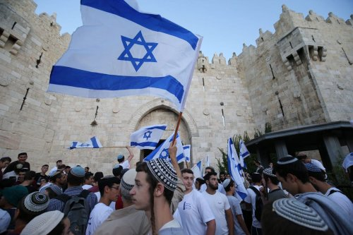 Far-right Israelis stage a 'flag march' in front of the Damascus Gate in Jerusalem on 15 June 2021 [Mostafa Alkharouf/Anadolu Agency]