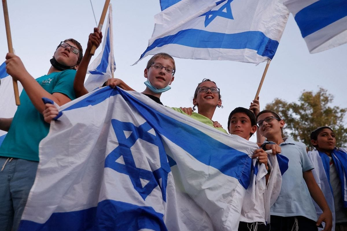 Right-wing Israeli supporters of Prime Minister Benjamin Netanyahu chant slogans and wave the national flag during a demonstration against the coalition to form a government, in the central Israeli city Petah Tikva, on 3 June 2021. [JACK GUEZ/AFP via Getty Images]