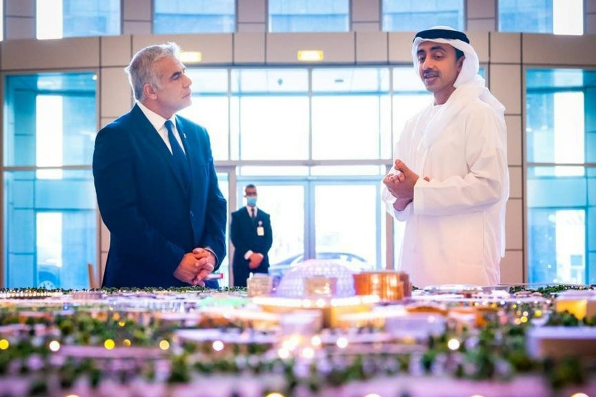 Israeli Foreign Minister Yair Lapid (L) and Abdullah bin Zayed Al Nahyan at the opening ceremony of the Israeli embassy in UAE, 30 June 2021 [IsraelMFA/Twitter]