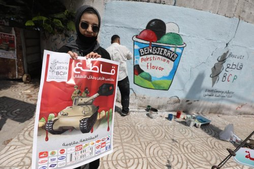 Palestinians stand up in support of Ben & Jerry's in Gaza on 29 July 2021 [Mohammed Asad/Middle East Monitor]