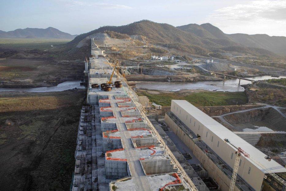 V torek, 21. maja 2019, gradbena mehanizacija stoji v središču zidu jezu na mestu Velikega etiopskega renesančnega jeza, ki se gradi v regiji Penishangul-Kumus v Etiopiji. [Zacharias Abubeker/Bloomberg via Getty Images]