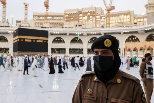 In first, women stand guard in Makkah during Hajj