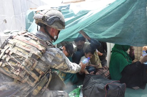 Soldiers of Turkish Task Force in Afghanistan are on duty in and around Hamid Karzai International Airport to help people who are waiting for evacuation, in Kabul, Afghanistan on August 23, 2021 [Aykut Karadağ - Anadolu Agency]