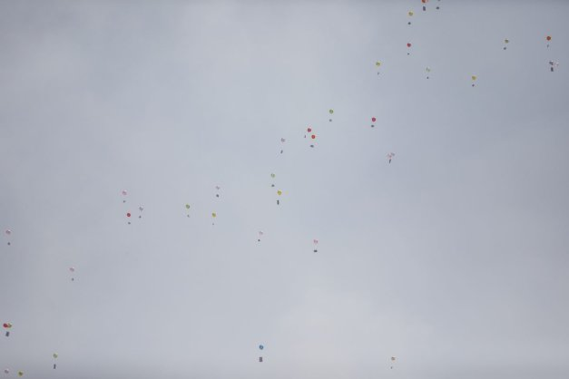 Palestinian children release balloons during a protest against Israeli blockade in front of Beit Hanoun border crossing in Gaza City, Gaza on August 24, 2021 [Ali Jadallah - Anadolu Agency]