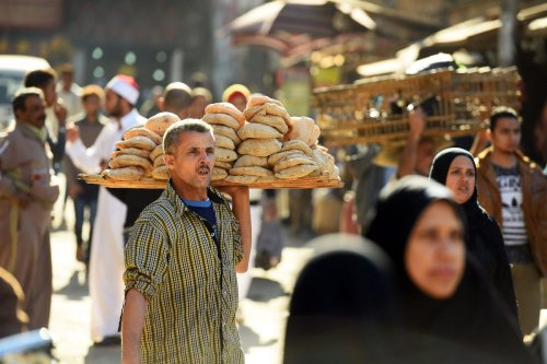 An Egyptian man sells bread in Cairo on 8 December 2017 [MOHAMED EL-SHAHED/AFP/Getty Images]