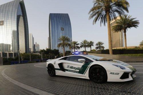 Emirati policemen patrol in an especially modified Lamborghini Aventador on 16 April 2013 in the Gulf emirate of Dubai. [KARIM SAHIB/AFP via Getty Images]