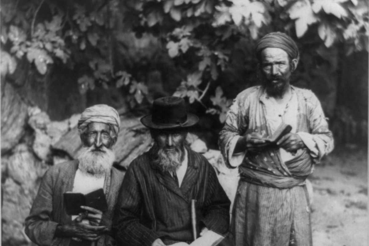 """Members of the """"Old Yishuv"""" [American Colony Archive Collections, Jerusalem; the author wishes to thank Rachel A. Lev for the permission to use the photos]"""