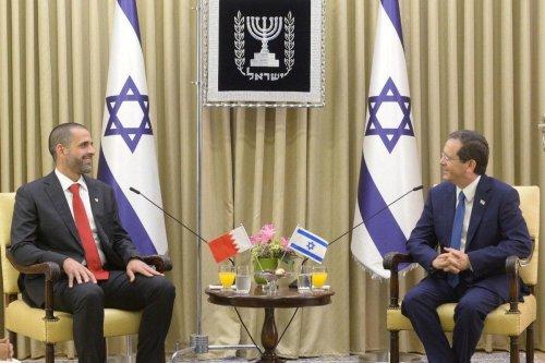 President of Israel Isaac Herzog (R) and Bahraini ambassador to Israel Khalid Yusuf Al-Jalahma (L) at Presidential building in Jerusalem on 14 September 2021 [Bahrain Embassy In Israel/Anadolu Agency]