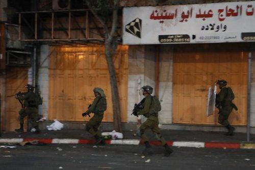 Hundreds of Palestinians gather to protest against Israeli violations of Palestinian prisoners held in Israeli jails in Hebron, West Bank on September 08, 2021. [Mamoun Wazwaz - Anadolu Agency]