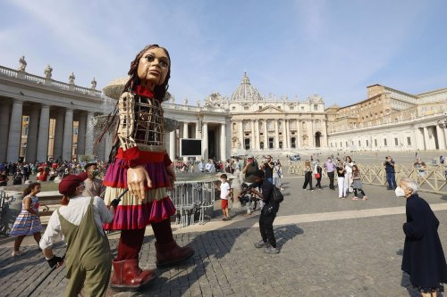 A 3.5 metre-tall puppet representing Amal, a young Syrian refugee, is seen at its arrival in St. Peter's Square at the Vatican, 10 September 2021. [Riccardo De Luca - Anadolu Agency]