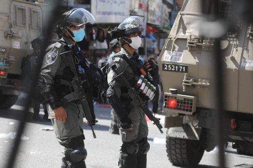 Israeli forces in Hebron, West Bank on 22 September 2021 [Mamoun Wazwaz/Anadolu Agency]