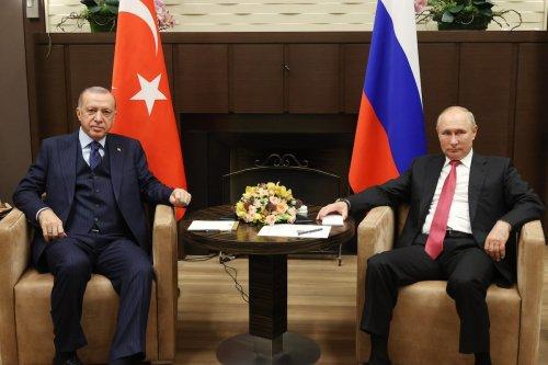 Turkish President Recep Tayyip Erdogan (L) meets with Russian President Vladimir Putin (R) at the Russian Official Residence of Presidency in Sochi, Russia on September 29, 2021. [Mustafa Kamacı/Anadolu Agency]