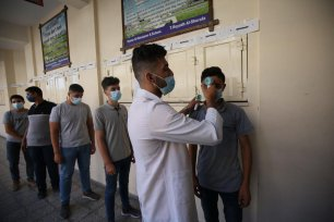 Secondary school students line up to receive the COVID-19 vaccine in Gaza, 1 September 2021 [Mohammed Asad/Middle East Monitor]