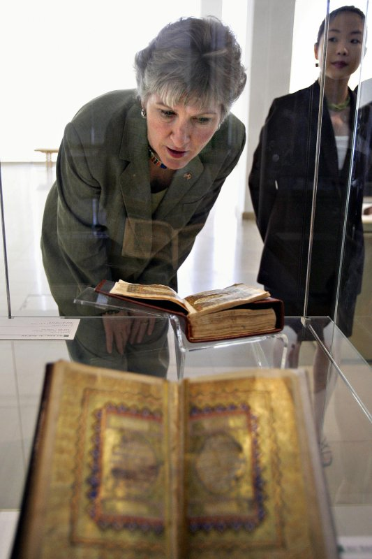 Karen Hughes, US undersecretary of state for public diplomacy, takes a look at a Quran on display at the Islamic Arts Museum in downtown Kuala Lumpur, 23 October 2005 [TENGKU BAHAR/AFP via Getty Images]