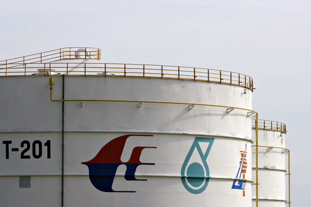 The logo of Malaysian oil company Petronas on the side of an aviation fuel storage tank near the Kuala Lumpur International Airport in Sepang, 28 June 2007 [TENGKU BAHAR/AFP via Getty Images]