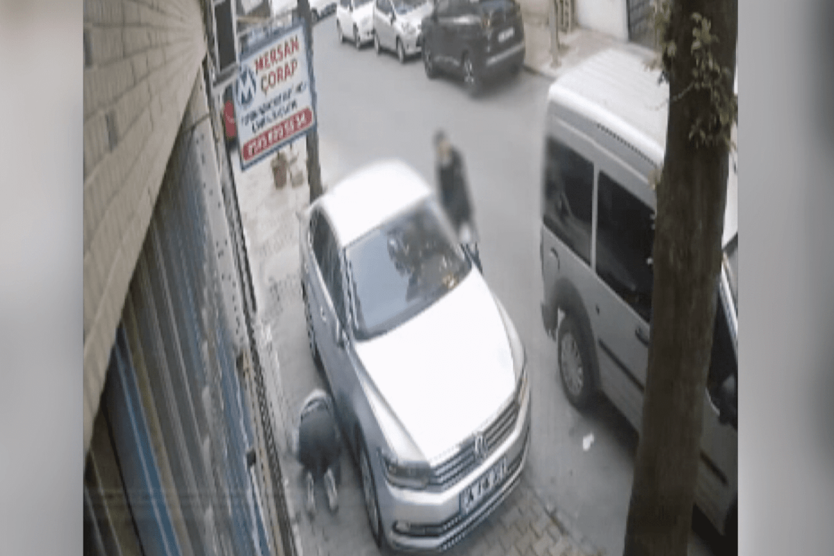 Robbery takes place in Istanbul like in comedy movies [CCTV/Anadolu Agency]