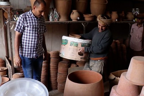 Thumbnail 0 Pottery offers Yemenis ease amidst war