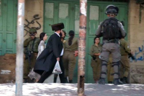 Settlers storm Hebron to mark Jewish holiday