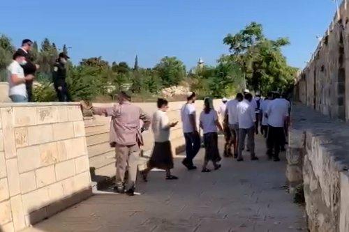 Observing Sukkot, over 500 Jewish Israelis storm Al-Aqsa