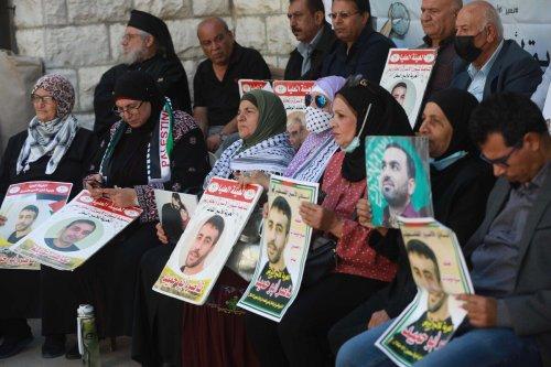 Gazans stage a demonstration in support of Palestinian prisoners in Israeli jails in Gaza City, Gaza on 5 October 2021 [İssam Rimawi/Anadolu Agency]