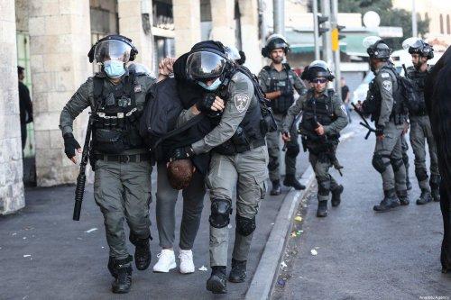 Israeli police arrest a man in East Jerusalem, on 19 October 2021 [Mostafa alkharouf/Anadolu Agency]
