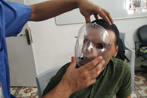 MSF's Qatrawi fitting mask to patient Sabbah