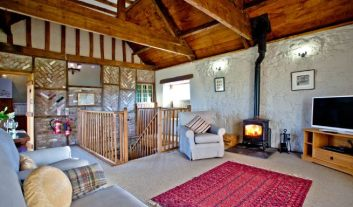 Winter break on a cosy cottage with woodburner. Meadow Barn at Middlewick, Glastonbury