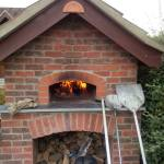 outdoor woodburning pizza oven