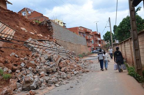 Ambohitrakely : Eboulement et rue coupée à la circulation