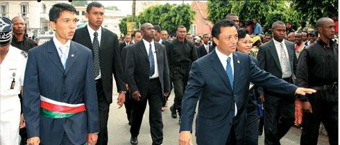 Enquête sur la démocratie : Andry Rajoeliana  derrière Marc Ravalomanana