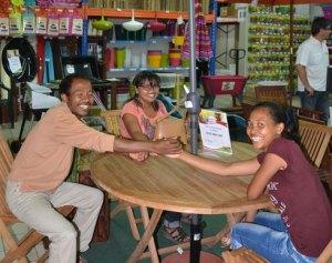Les heureux gagnants de la Tombola de la Société Brico-Déco. (photo Kelly)