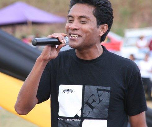 Saint-Valentin : Njakatiana chante pour les amoureux !
