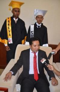 DG de l'ESTIIM, avec le major et le président de la promotion FANEVA.